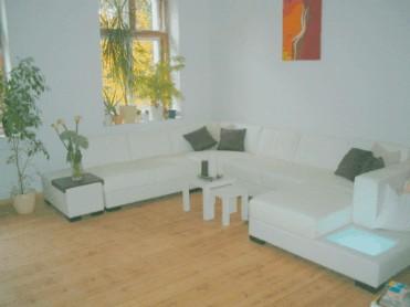 wohnen im altbau dielen hohe decken und wohncomfort. Black Bedroom Furniture Sets. Home Design Ideas